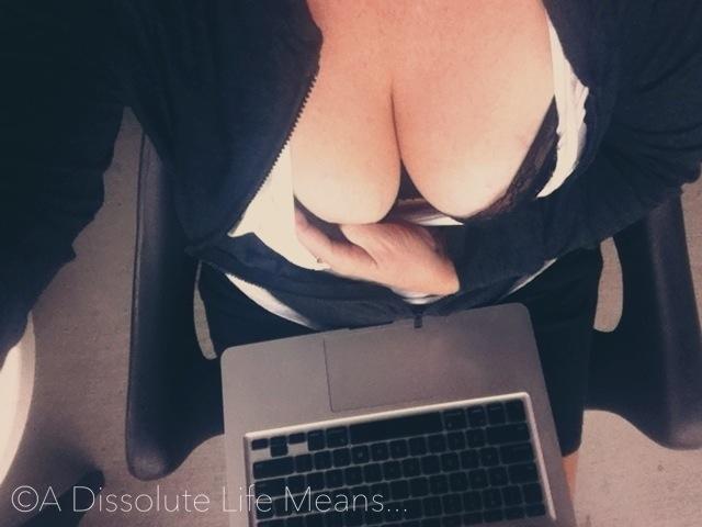 hy_laptop_boobs